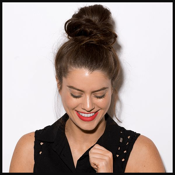 Master the messy topknot hairstyle with this easy DIY hair tutorial that is perf...