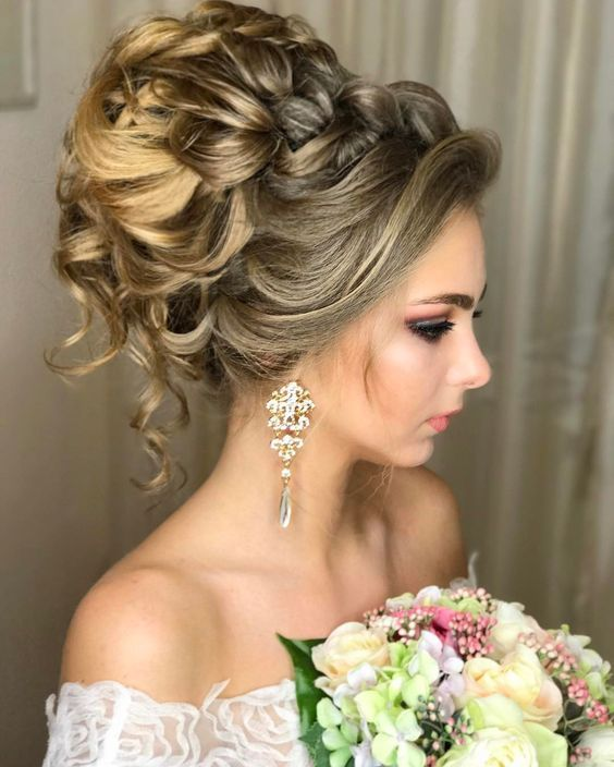 Featured Hairstyle: Websalon Wedding, Anna Komarova; www.websalon.su;  Wedding h...