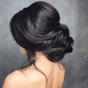 If you're looking for a hairstyle for the wedding that's both elegant br...