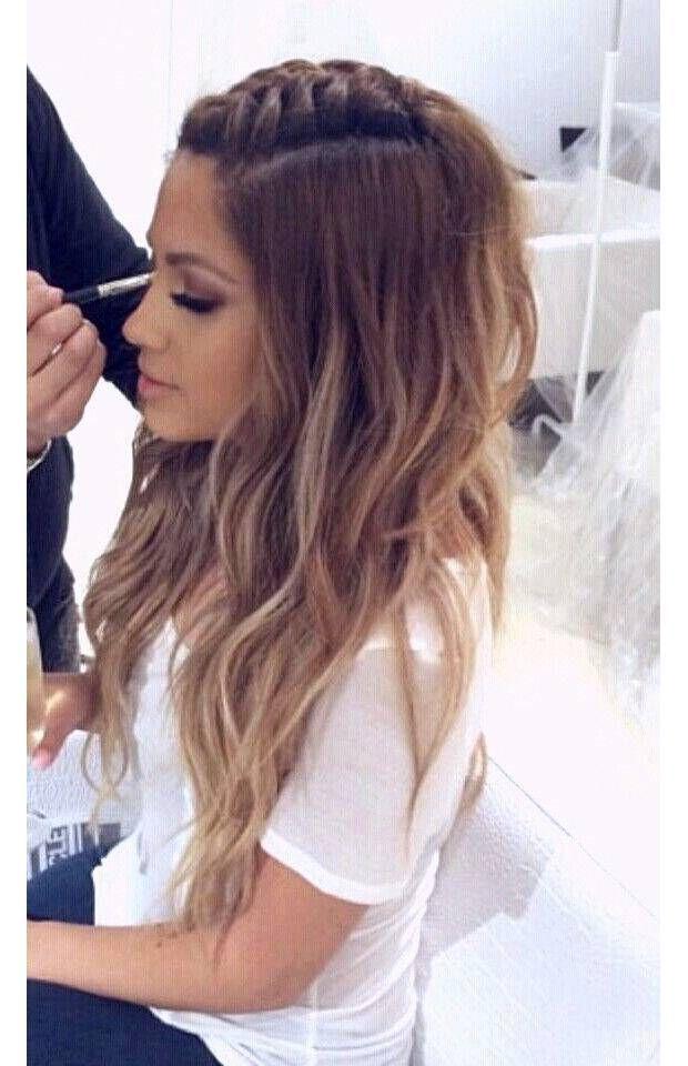 Também é possível trançar somente a raiz da parte de cima do cabelo e deixar...