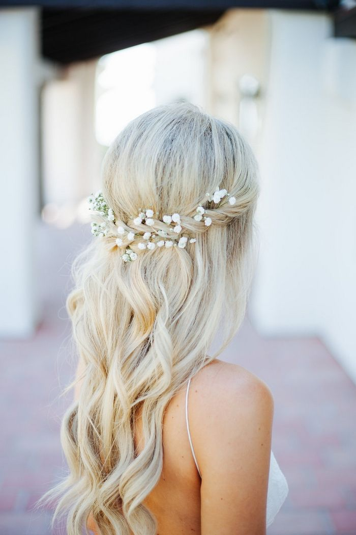 Love this simple bridal hair style.