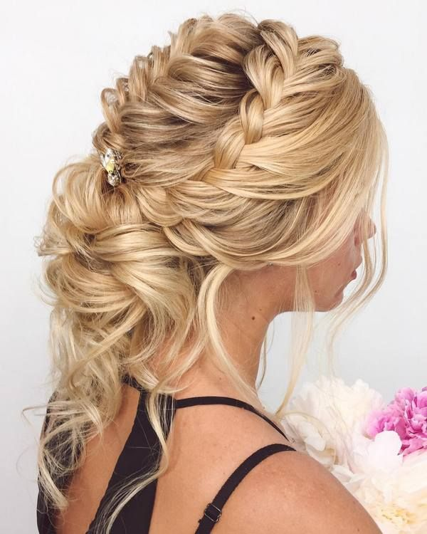 Long wedding updos and hairstyles from Elstile #bridal #weddingideas #weddinghai...