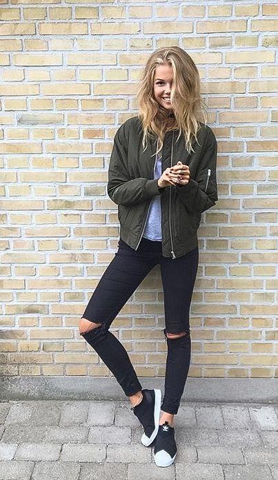 Black ripped jeans army green bomber jacket bomberjakke khaki Adidas superstar s...