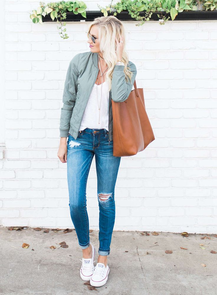 Bomber jacket style - Sydne Style sydne-style-shows-how-to-wear-the-bomber-jacke...