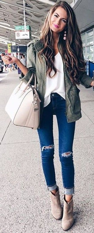 #fall #outfits #stylish | Utilidad de la chaqueta + blusa blanca + vaqueros rasg...