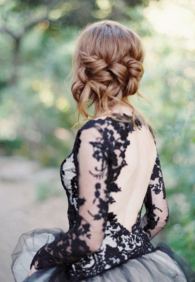 Featured Photographer: Luna de Mare Photography; Wedding hairstyle idea.