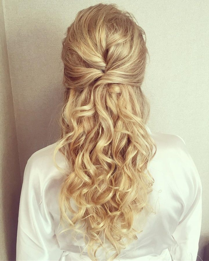 These Prettiest Half Up Half Down Hairstyles to inspire your big day look. weddi...