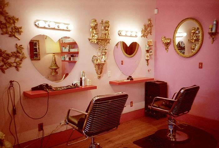 Adorable beauty salon.