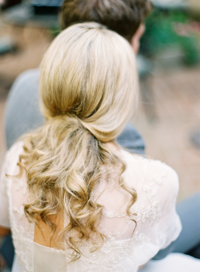 Loose low curls #blonde