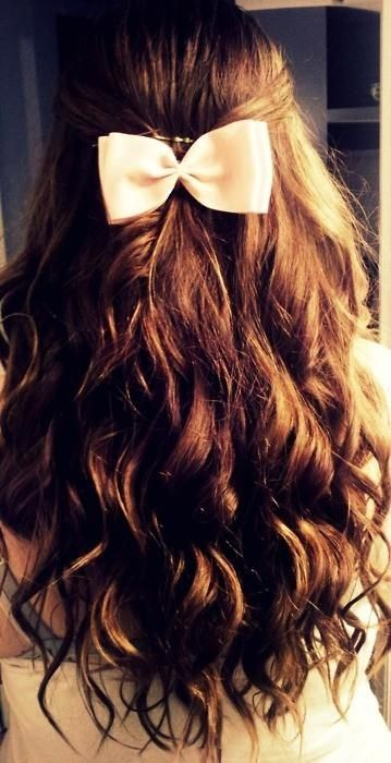 loving these waves and pretty bow! // #hair #beauty