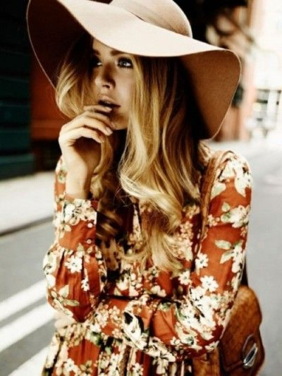 messy blonde curls and a big hat ♥