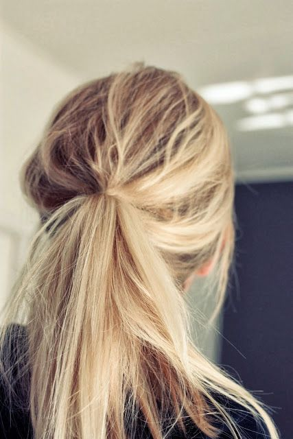 messy blonde ponytail