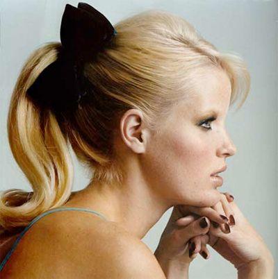 ponytail + bow