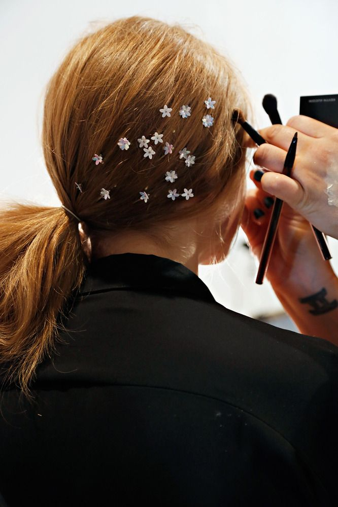 tiny flowers in your hair // so cute! #NYFW
