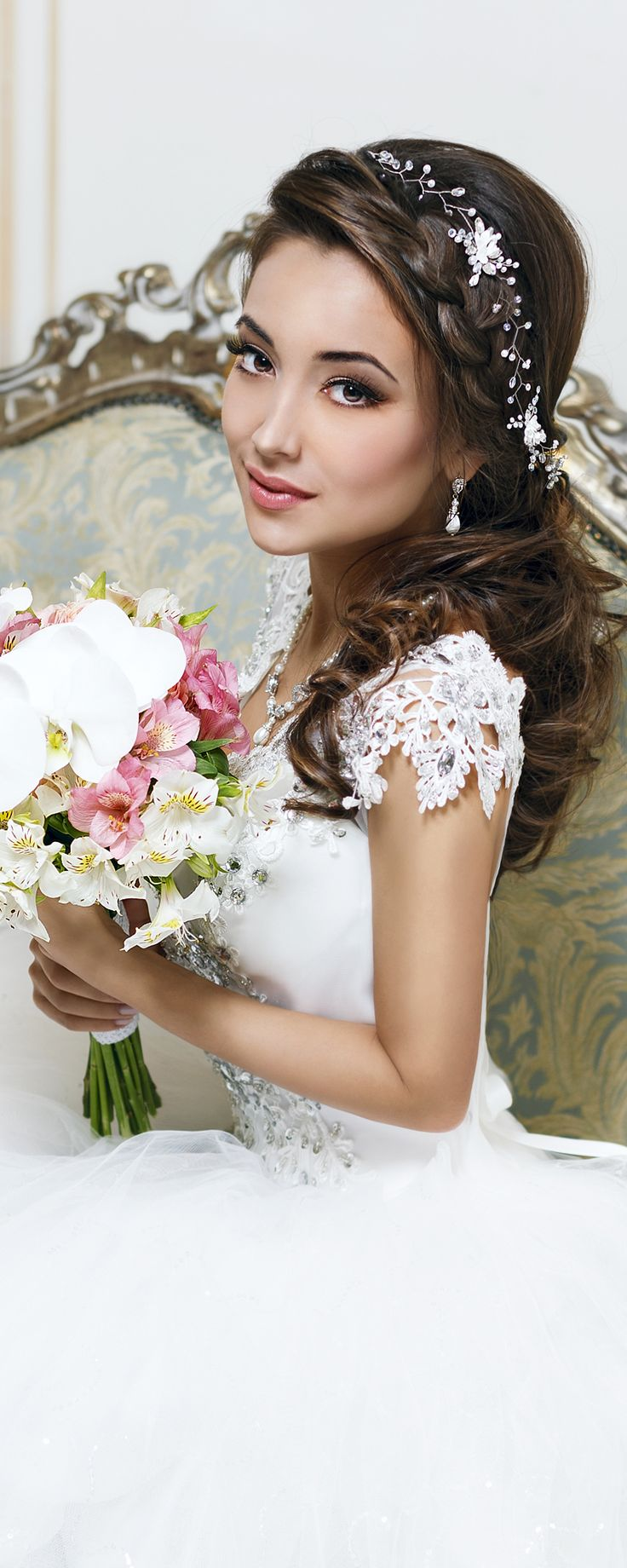Gorgeous long hair vine with flowers, crystals and pearls by TopGracia