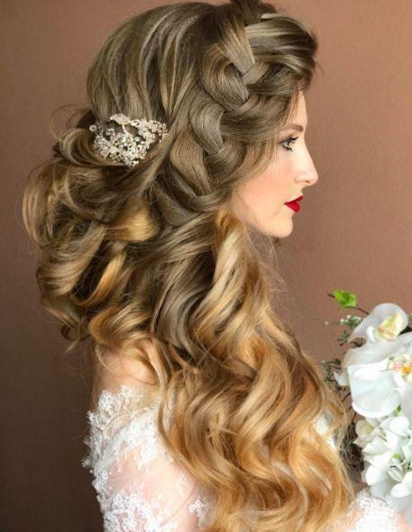 Featured Hairstyle: Websalon Wedding; www.websalon.su; Wedding hairstyle idea.
