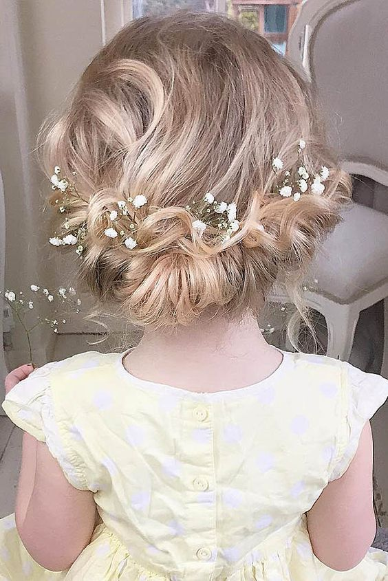 hairstyles for flower girl / www.himisspuff.co...