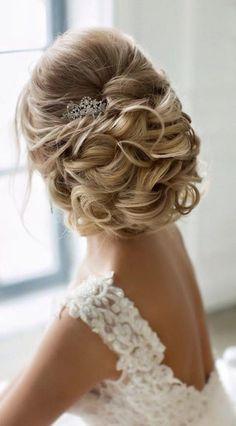 long wedding hairstyle via Elstile / www.himisspuff.co...