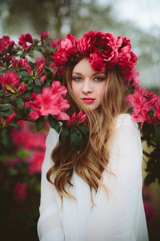 red flower crown bridal hairstyle / www.deerpearlflow...