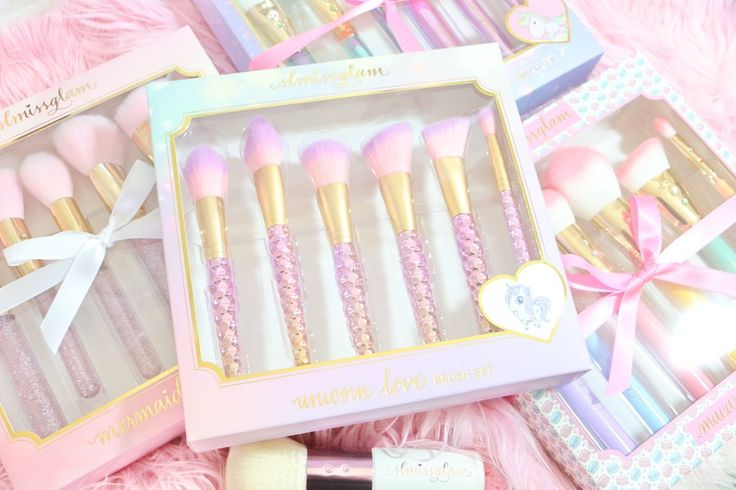Get swept away in the magical sparkle of the Unicorn Love Brush Set! ♥♥Made ...