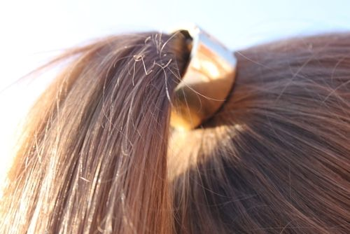 yes, a ponytail can be glam