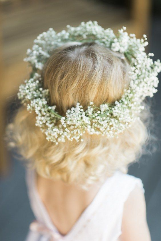 flower girl baby's breath hairstyle crown  / www.himisspuff.co...