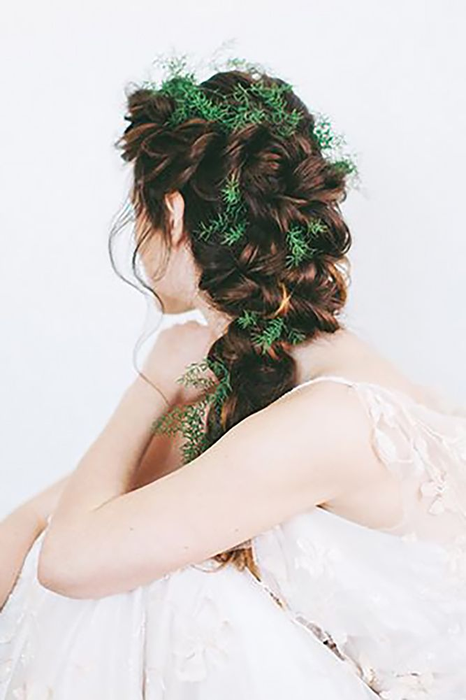 18 Stunning Greenery Wedding Hair Ideas ❤ See more: www.weddingforwar... #wedd...