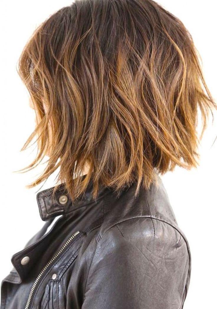 La plus belle coupe du moment à adopter absolument ? Le wavy short hair, c'...