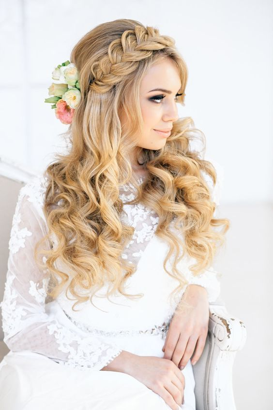 Braids and curls wedding hairstyle - Deer Pearl Flowers / www.deerpearlflow...
