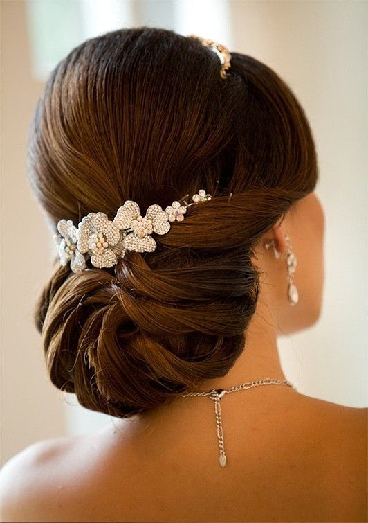 Elegant bun wedding hair ideas - Deer Pearl Flowers / www.deerpearlflow...