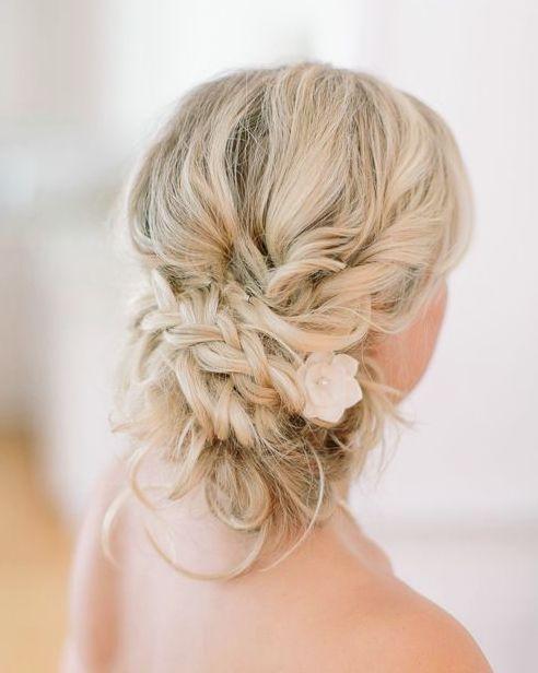 Wedding hairstyle idea via Vienna Glenn Photography - Deer Pearl Flowers / www.d...