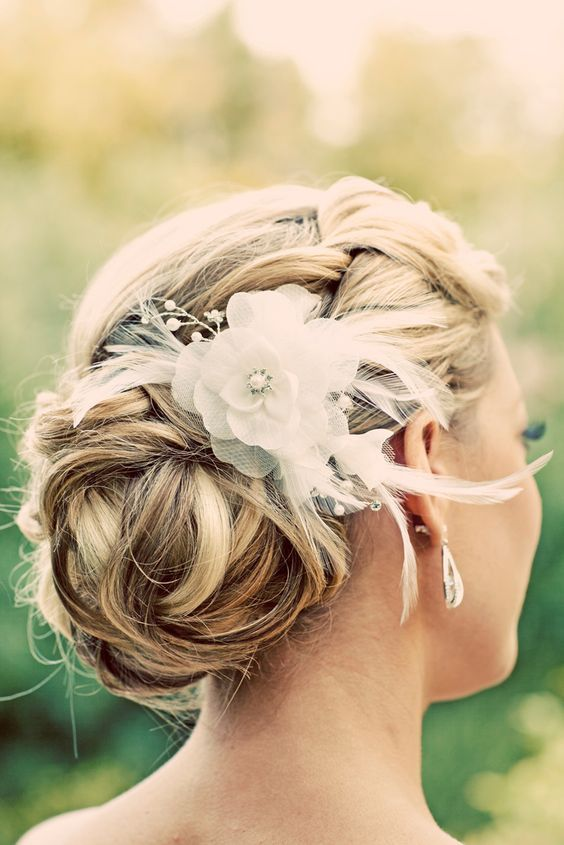 edding hairstyle with hair decoration / www.himisspuff.co...