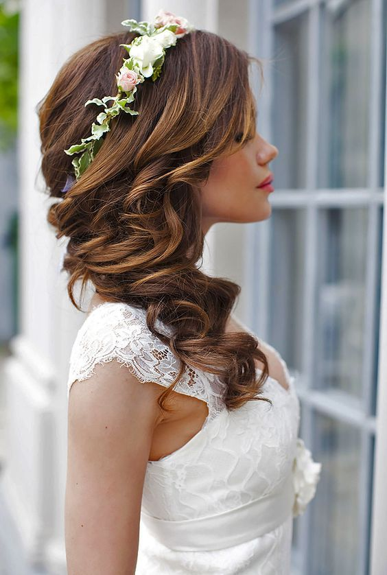 long wedding hairstyle with flower crown / www.himisspuff.co...