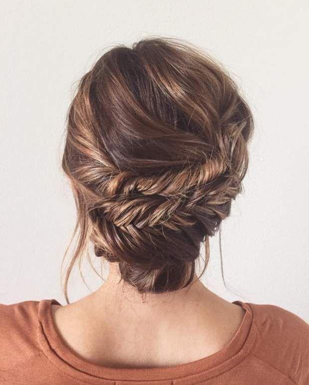 Chignon travailléSéparez vos cheveux en trois. Formez deux tresses épi assez ...