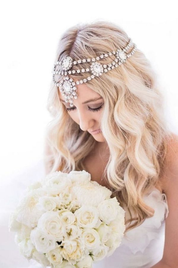 Stylish vintage wedding hairstyle with headpiece / www.himisspuff.co...