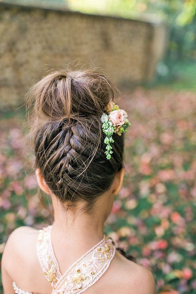 18 Cute Flower Girl Hairstyles  Here you find some simple flower girl hairstyles...
