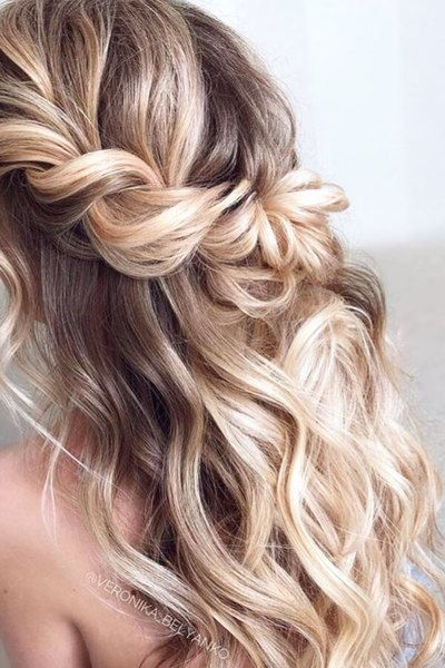 Beachy waves are gorgeous for both casual looks as well as formal ones.