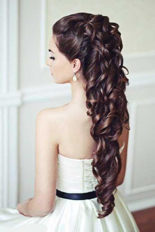 On peut dire que cette mariée a de vrais cheveux de princesse : ils lui arriven...