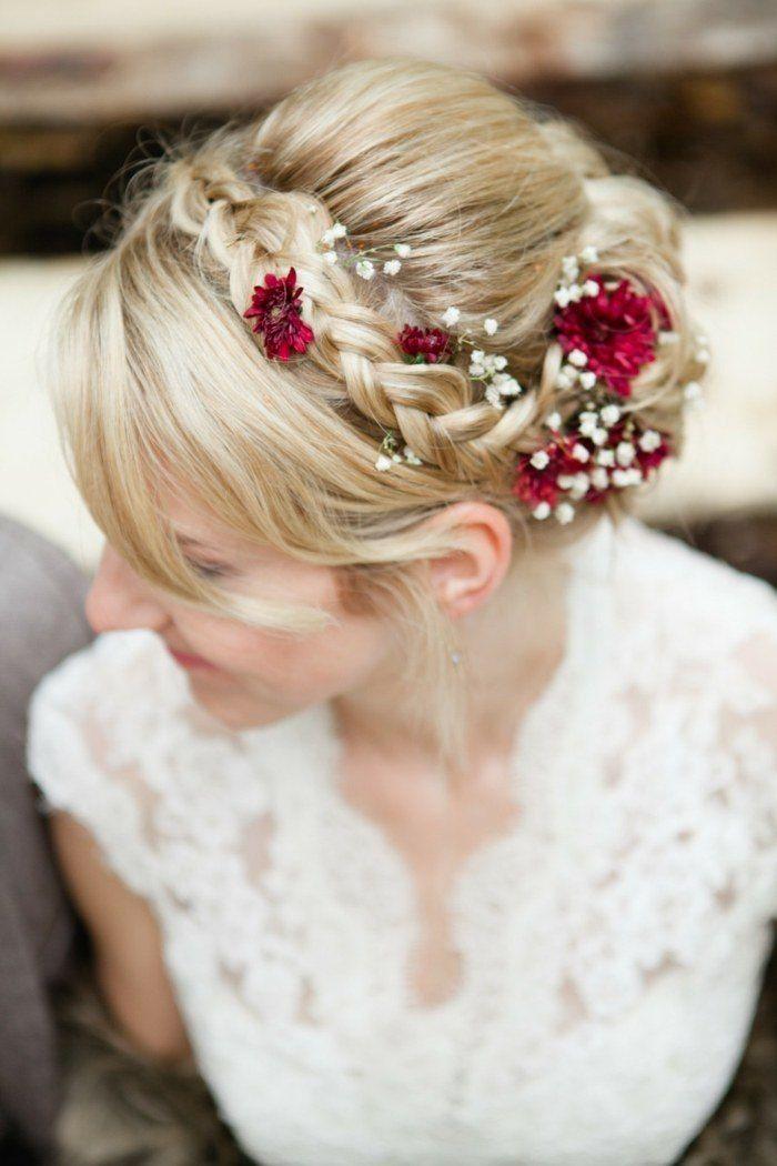 coiffure mariage avec tresse, fleurs rouges et gypsophiles                      ...