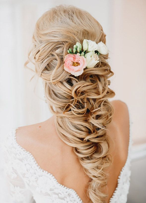 Classy-Rustic-Half-Up-Half-Down-Wavy-Wedding-Hairstyle-with-Flowers.jpg (588×81...