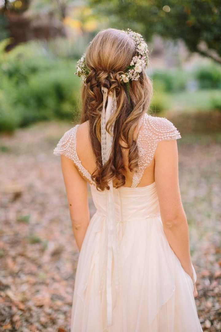 Rustic Half Up Half Down Bridal Hairstyle with Flowers / www.deerpearlflow...