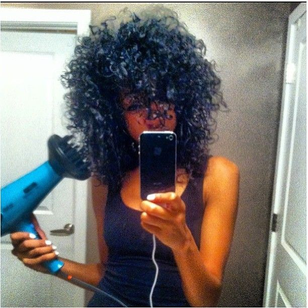 Diffuse and keep your curls longer and dry them faster