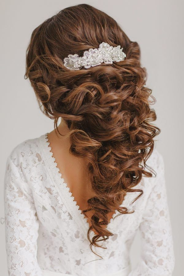 photo: Warm Photo; Wedding Hairstyle: Elstile