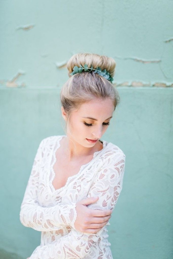 30 Top Knot Bun Wedding Hairstyles That Will Inspire(with Tutorial) | www.deerpe...