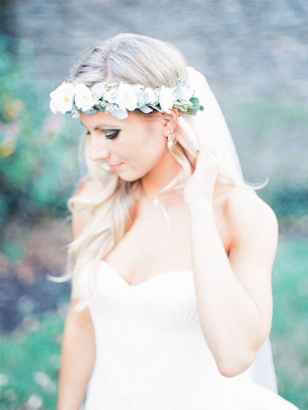 Wedding Flower Crown with Veil - Juicebeats Photography | Boho bride with hair d...