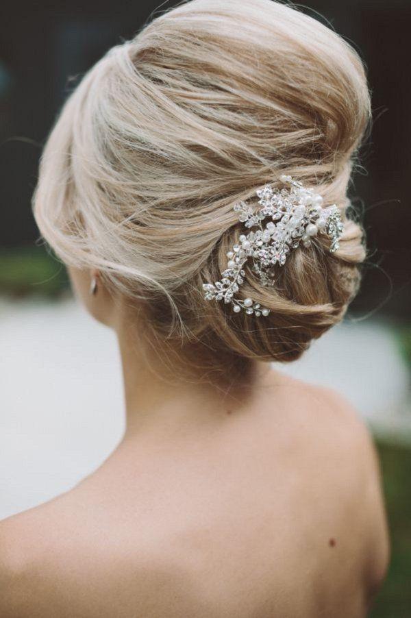 elegant wedding updo hairstyle with pearl headpiece / www.deerpearlflow...