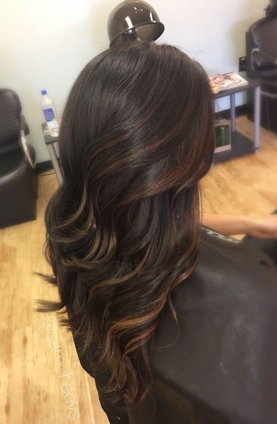 Caramel highlights for dark hair types // light brown highlights for black hair