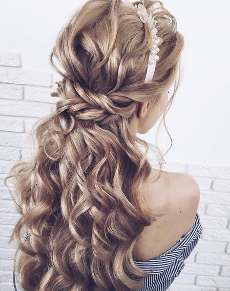 Featured Hairstyle: Lena Bogucharskaya; www.instagram.com/lenabogucharskaya; Wed...