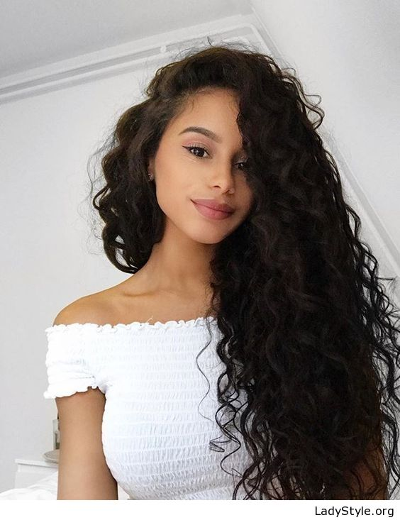 Long black curls and white top - LadyStyle