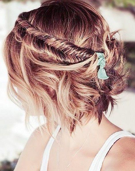 Hairstyle Tresses Une Coiffure Boheme Avec Une Demi Couronne Sur Cheveux Courts Beauty Haircut Home Of Hairstyle Ideas Inspiration Hair Colours Haircuts Trends